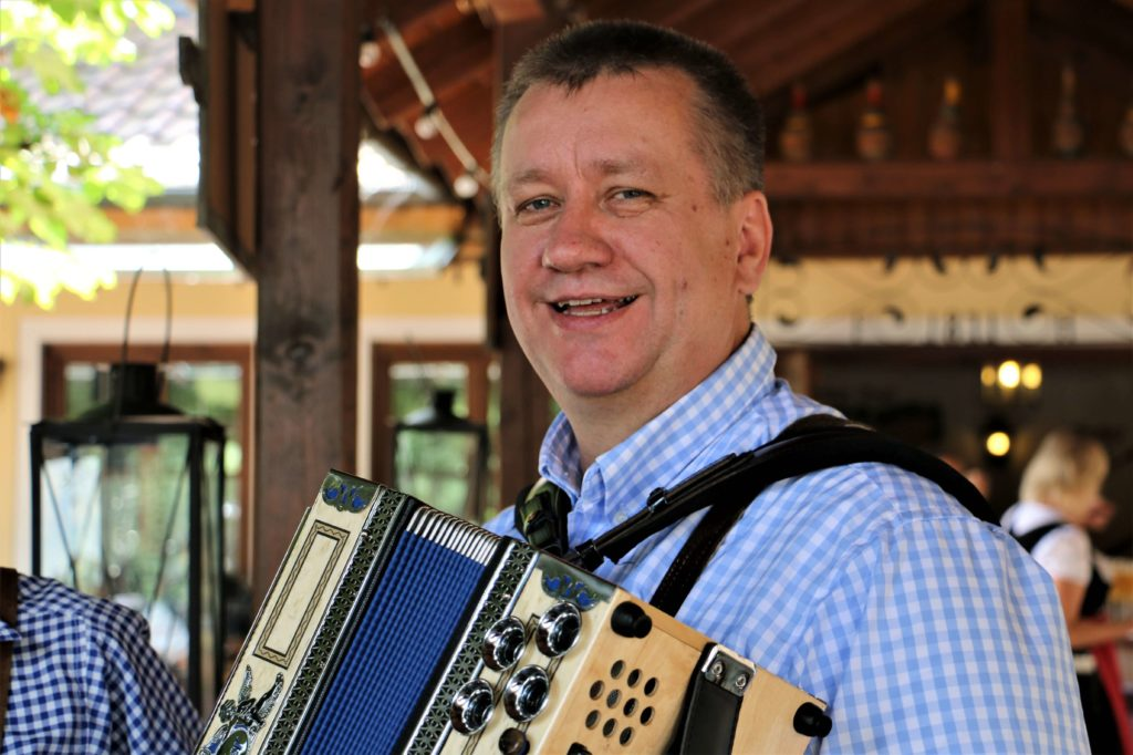 Holger Mohn seit 2104 auch an der Diatonischen Harmonika bei den Rockoons